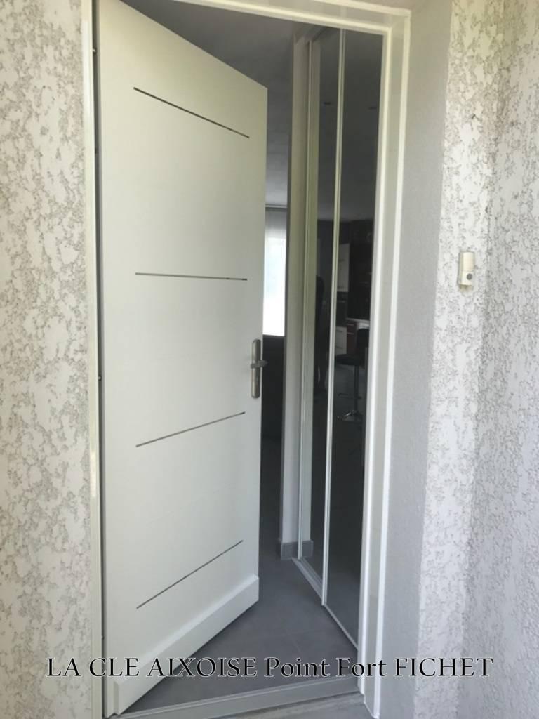 Pose d 39 une porte blind e de villa suite un cambriolage - Porte d entree blinde ...